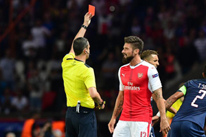 Giroud carton rouge PSG - Arsenal